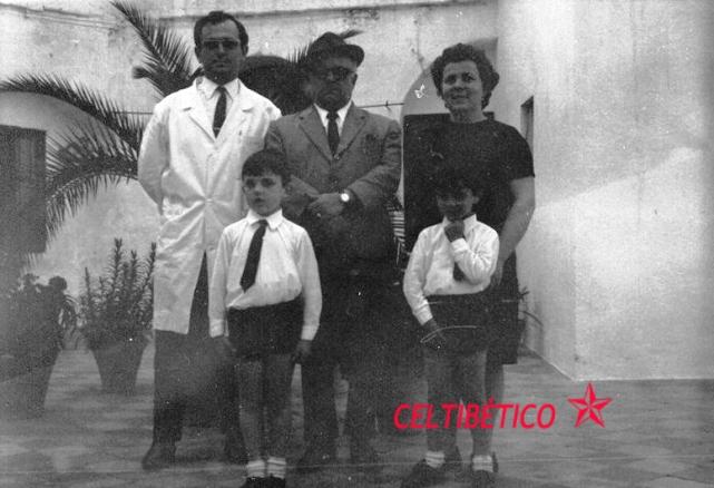 Familia y Pepe con bata