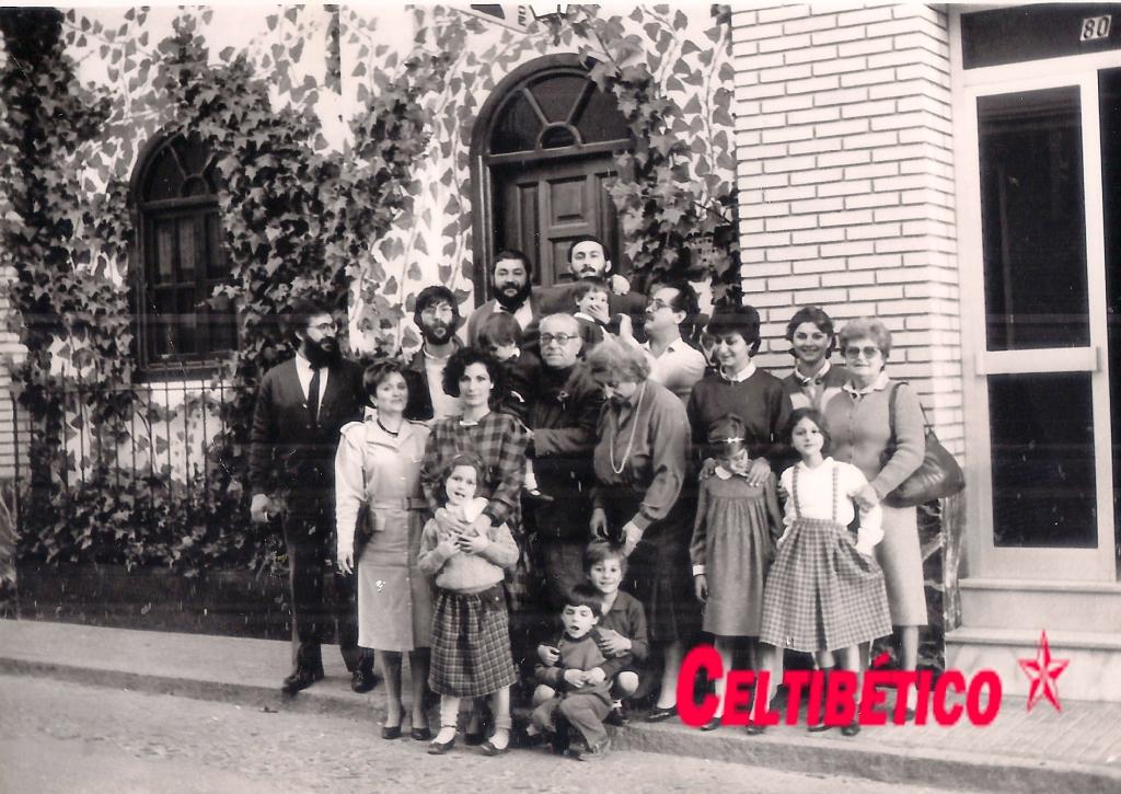 Familia Morales 5 hermanos puerta Pub1